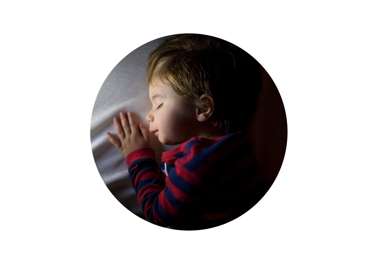 Kleinkind beim Schlafen