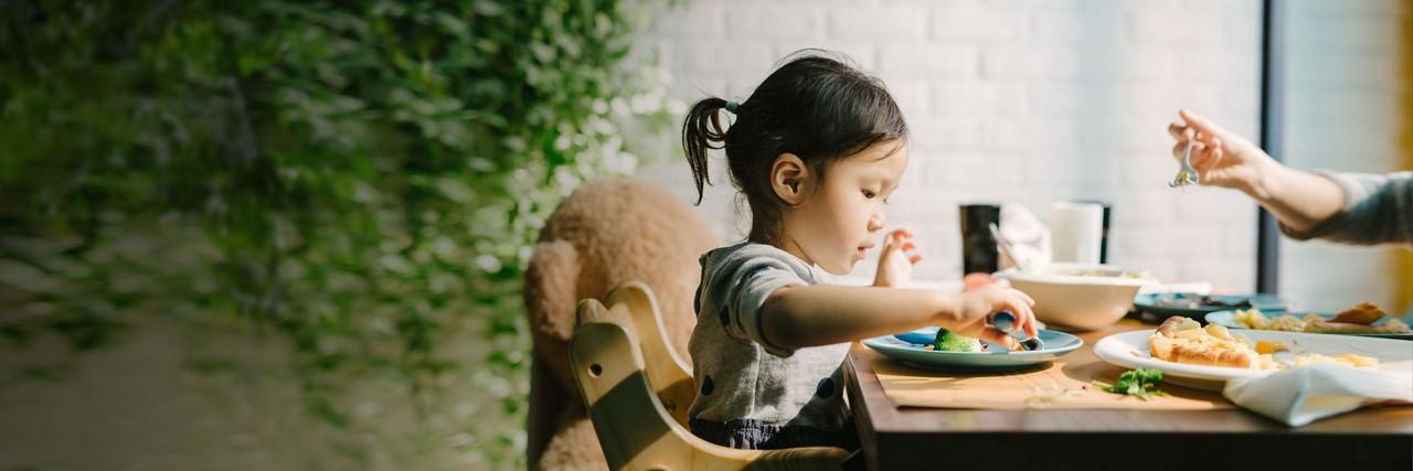 AptaGro girl snacking article header