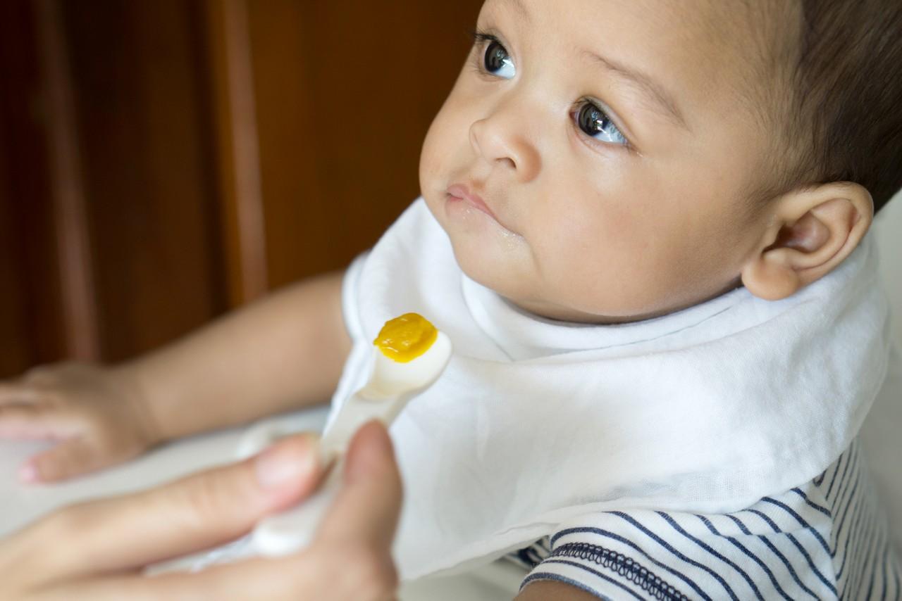 Aptamil feeding spoon feeding 03
