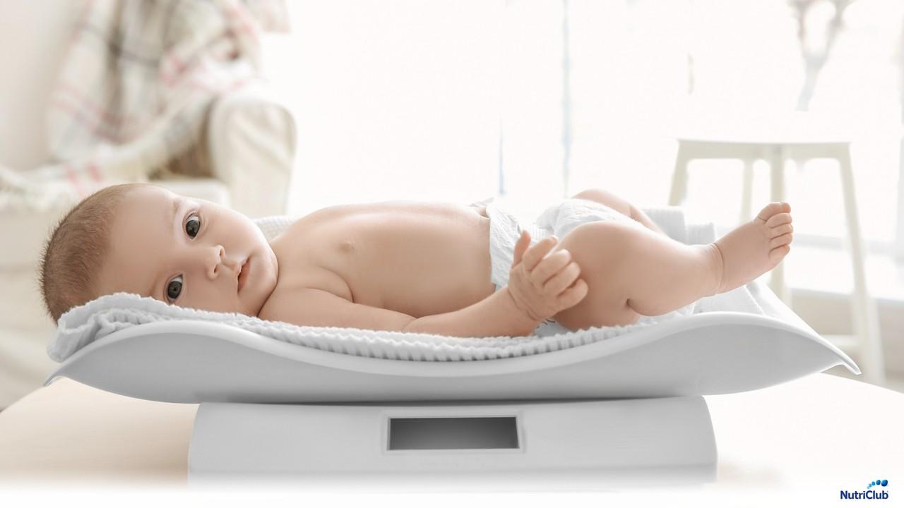 взвешивание грудного ребенка