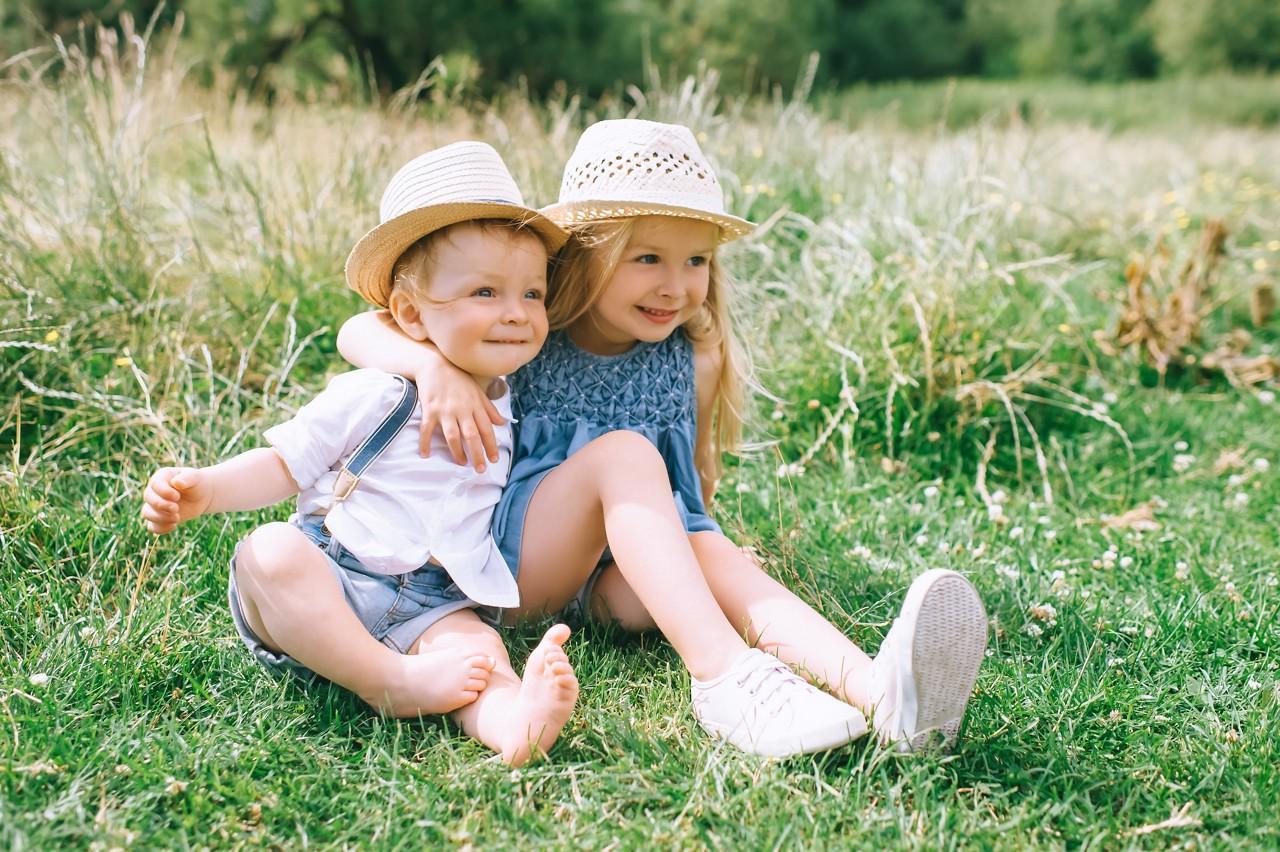 Брат и сестра вместе