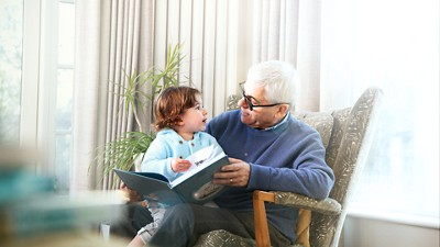 Discover Nutricia grandfather granddaughter reading 3840px