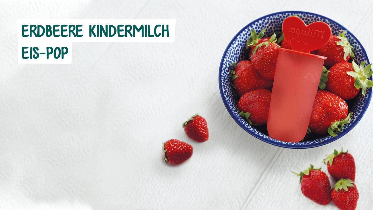 Eispop Erdbeere in Schüssel mit Erdbeeren