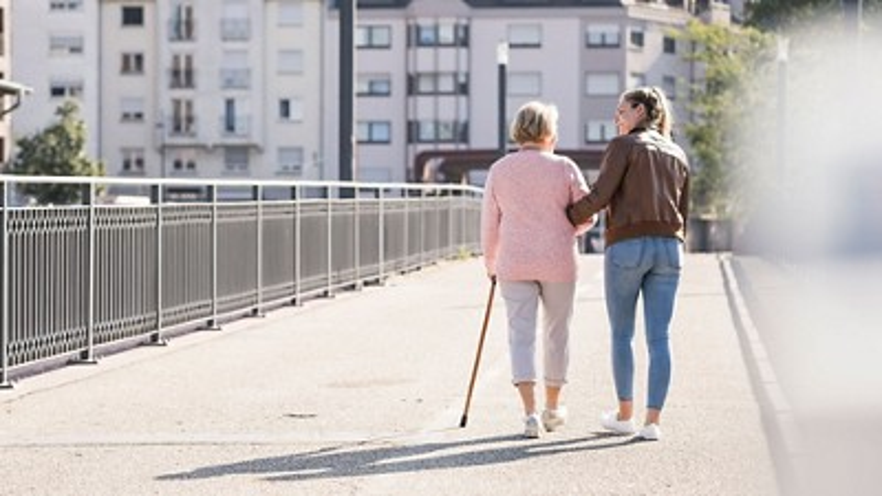 Mum and daughter walk over bridge 3840 2160