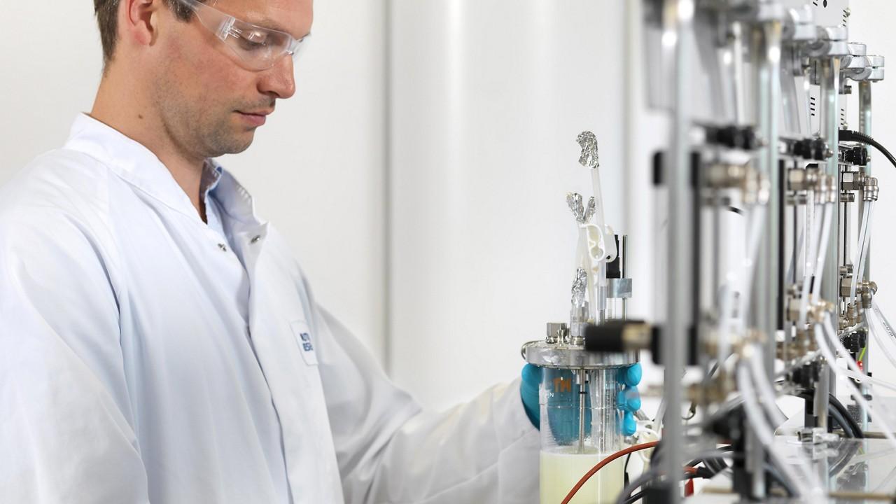 Nutricia utrecht scientist in laboratory