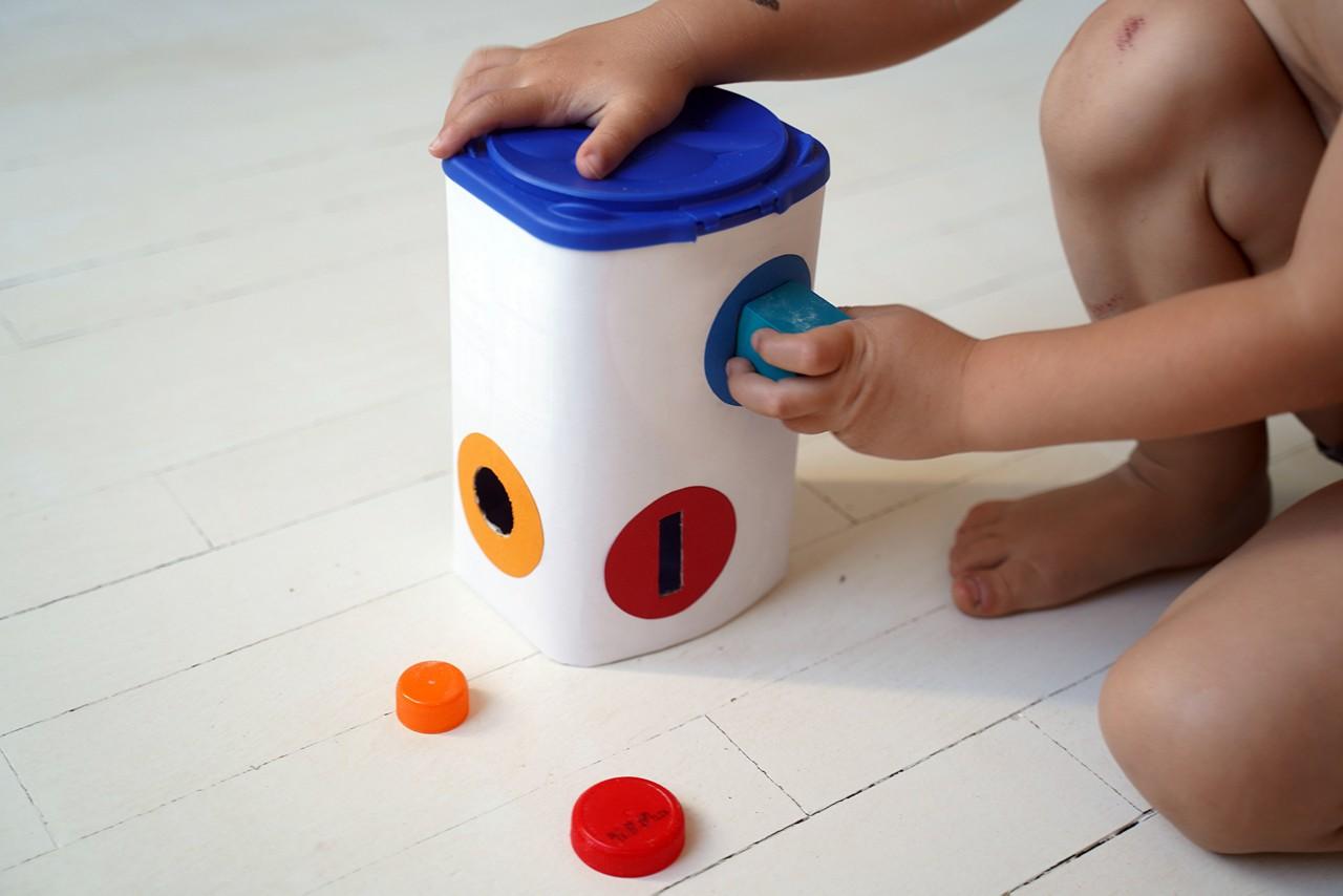 Aptamil Verpackung als Spielzeug