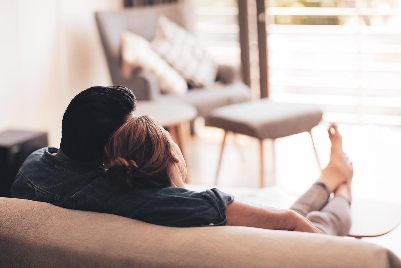 Eltern arm in arm