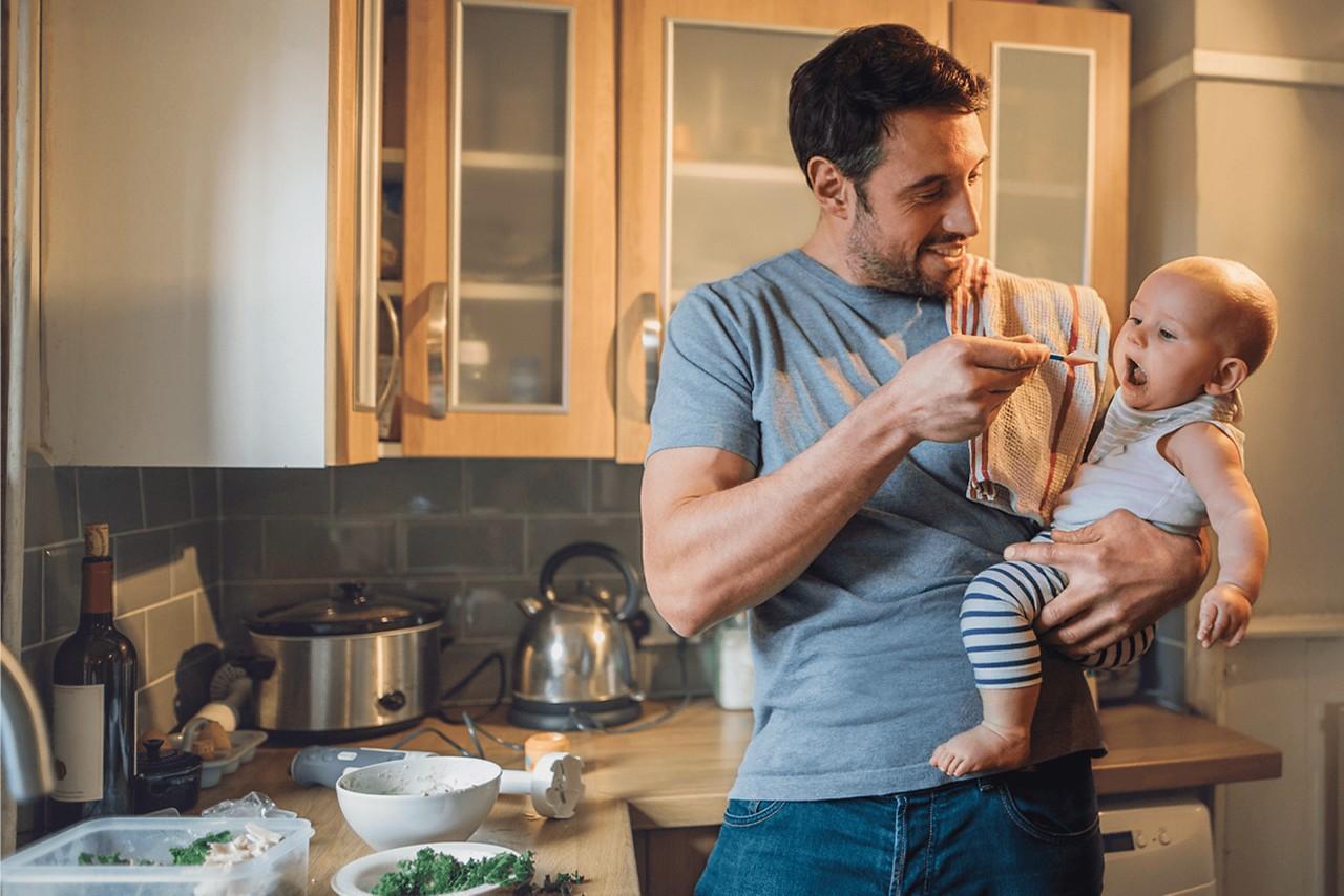 Titelbild dad with baby