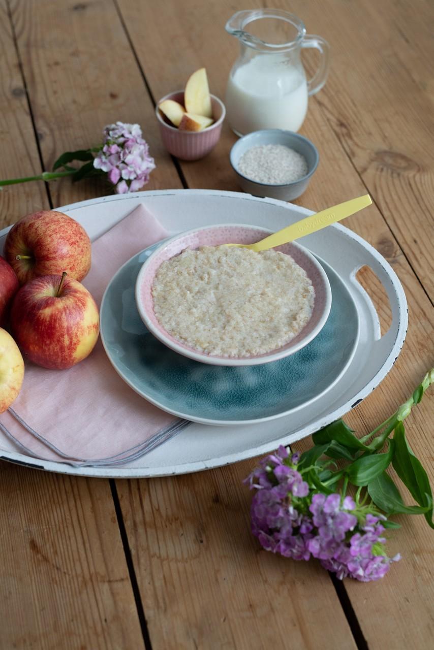 Milch-Getreide-Brei mit Apfelmus