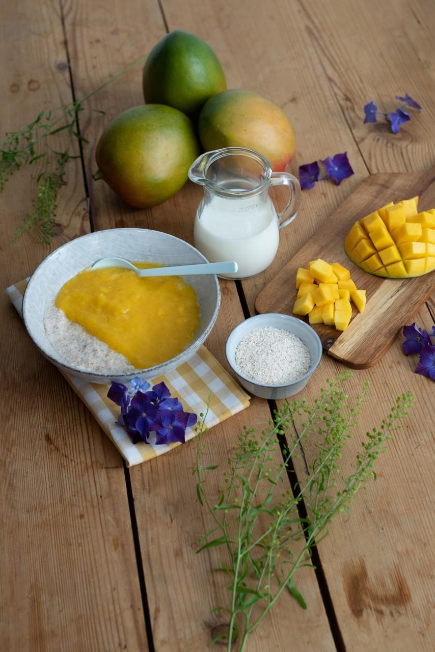 Milch-Getreide-Brei mit Mango