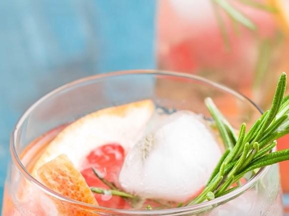 Alkoholfreier Mango-Margarita Cocktail
