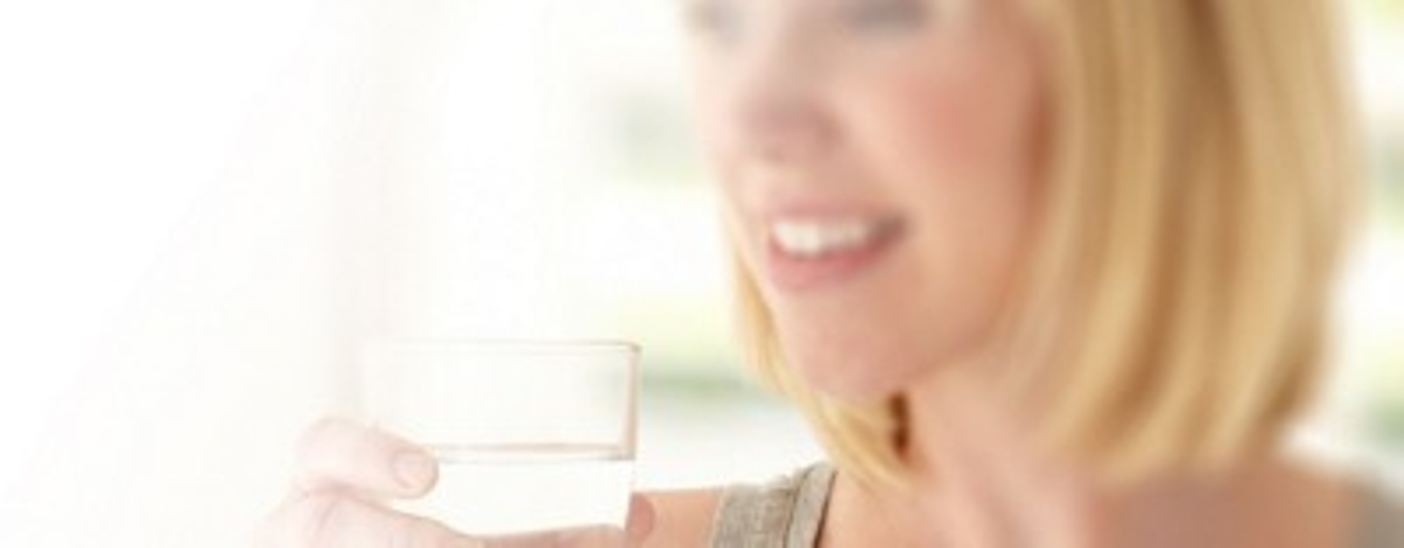 Aptamil womandrinkingwater2 desktop image ANZ