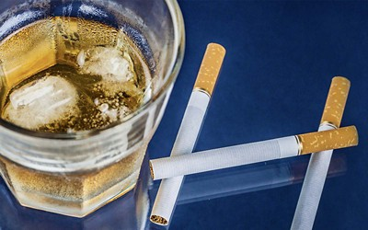 Dad smoking drinking pregnancy banner